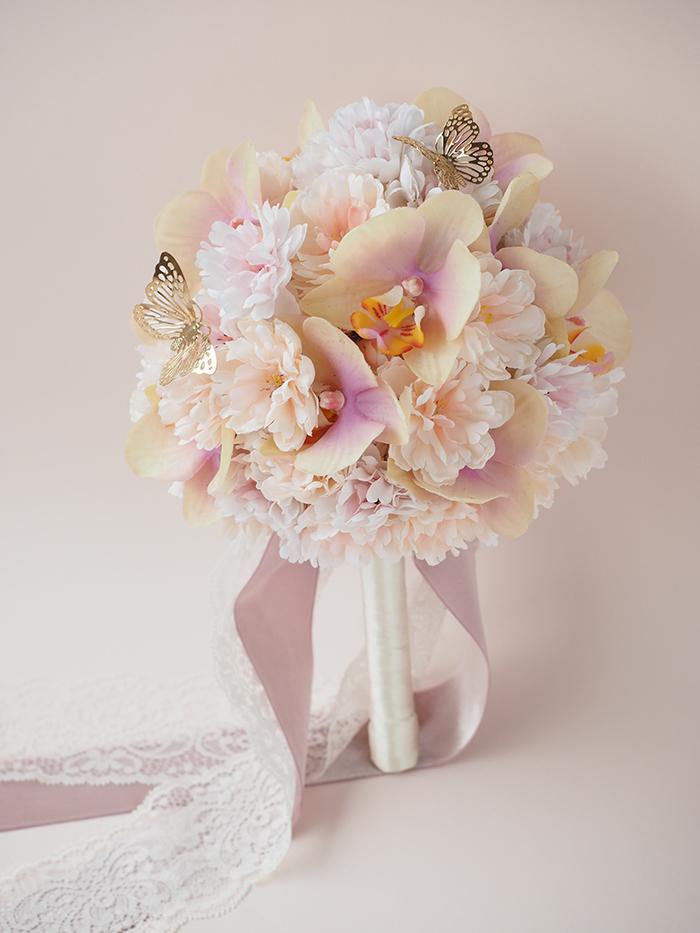 桜と胡蝶蘭のラウンドブーケ